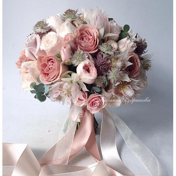 You Re Probably Familiar With Some Of The Most Common Wedding Flower Arrangements Such As Bouquets Flower Bouquet Wedding Wedding Flower Guide Wedding Flowers