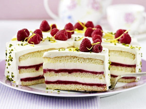 Kuchen mit himbeeren und marzipan