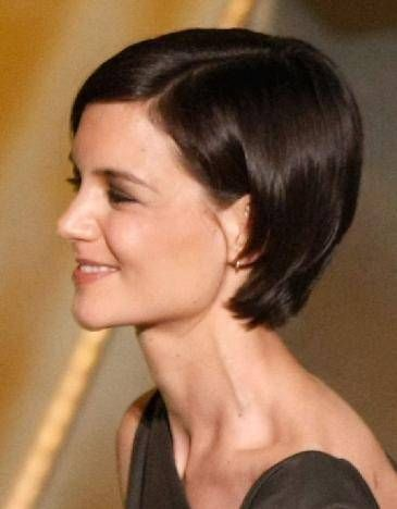 Katie Holmes wearing a cute, short brunette bob, hair tucked behind the ear | Hair styles, Short ...