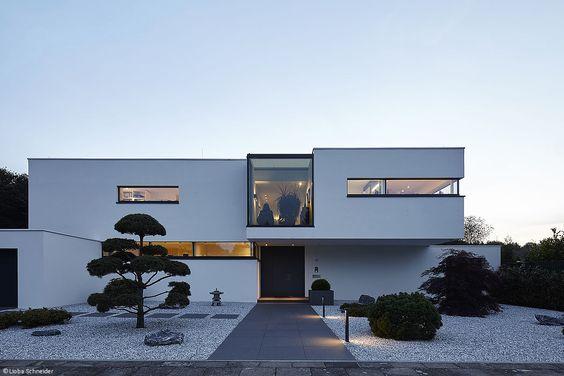 Moderne einfahrten einfamilienhaus  Konsequent modern - Köln; Bonn: CUBE Magazin | häuser | Pinterest ...