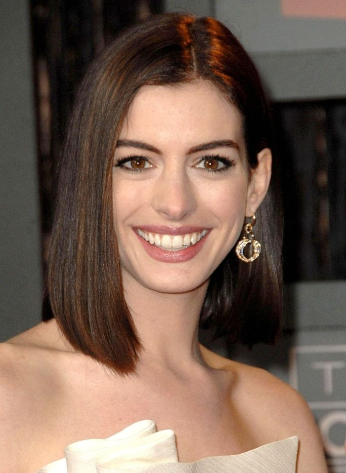 We are loving Anne's straight and sleek medium-length hairstyle that she wore at the Critics' Choice Awards in 2009. Photo: Everett Collection / Shutterstock.com