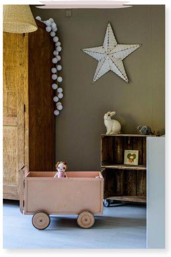 Kinderkamer inspiratie stoere meisjeskamer met donkergroene wand en roze details via lin - Roze meid slaapkamer ...