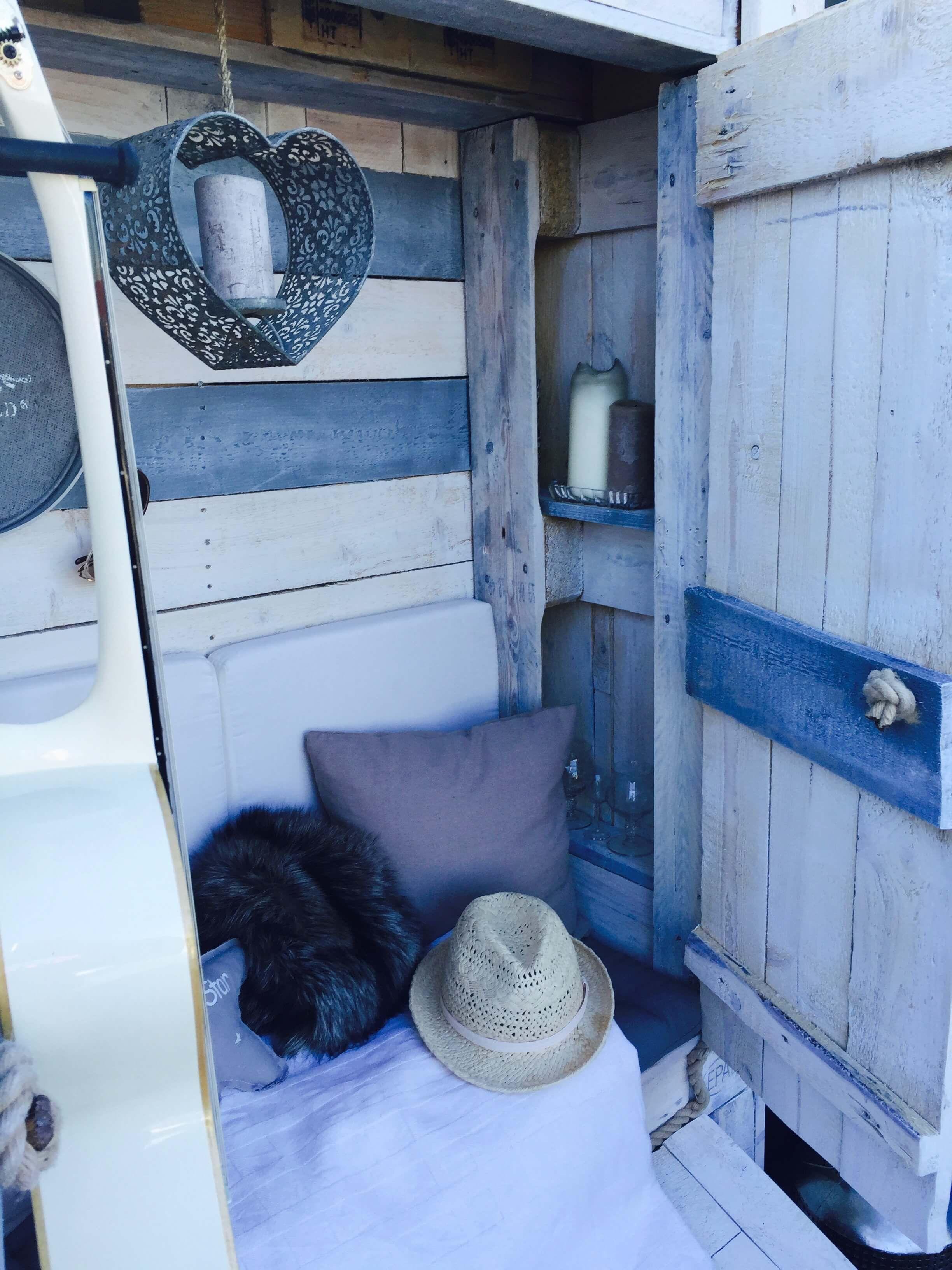 die besten 25 strandkorb aus paletten ideen auf pinterest diy palettenprojekte hochbeet aus. Black Bedroom Furniture Sets. Home Design Ideas