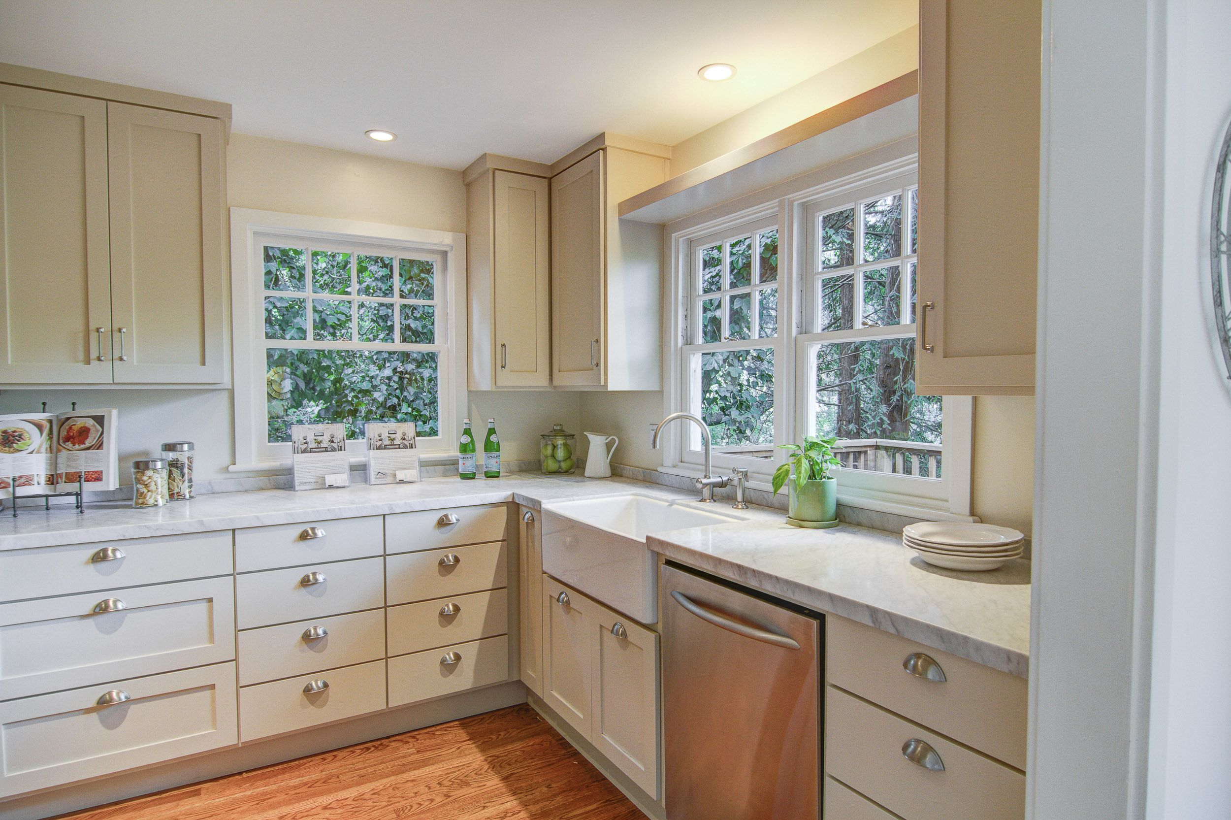 The Kitchen 1 Paint Cabinets Walls A Neutral Color 2 Change Out Hardware 3 Declutter The Counters Home Painting Cabinets Kitchen