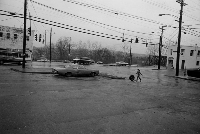 Mark Steinmetz http://www.marksteinmetz.net/_images/_photos/kids-and-teenagers/03derbyct.jpg