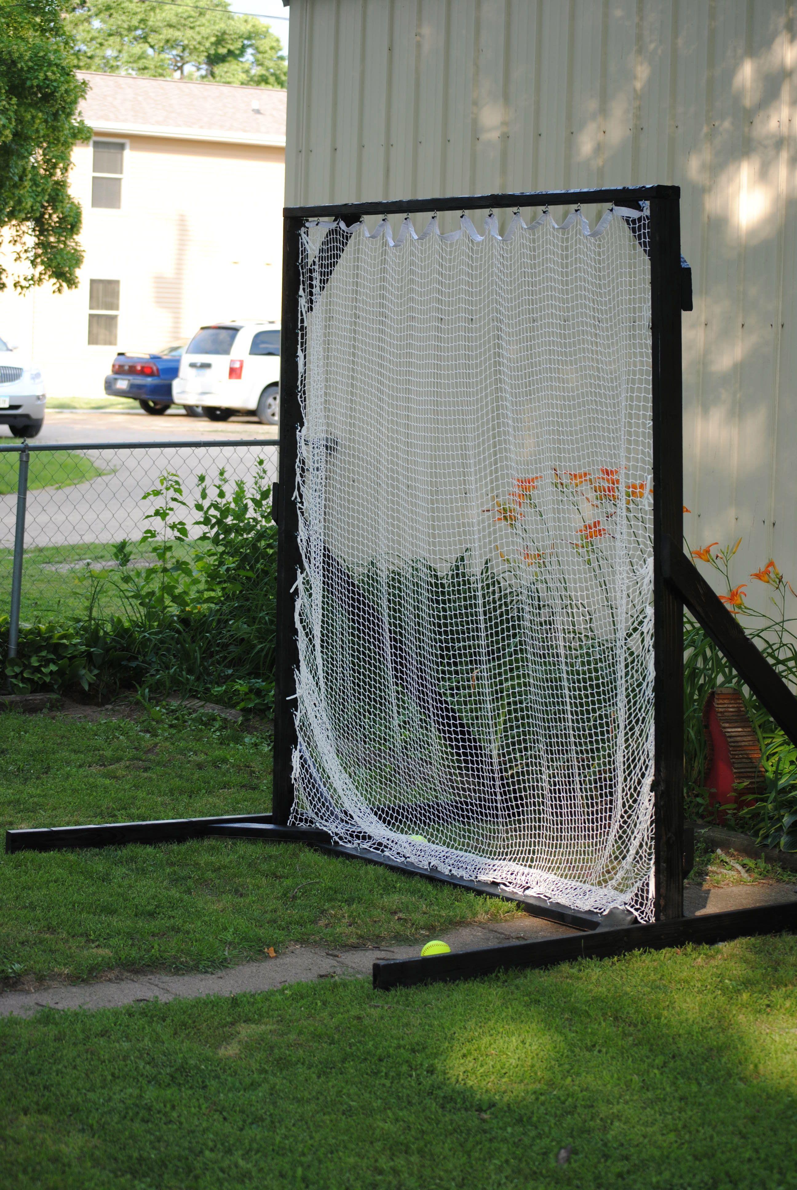 softball/baseball net for hitting and learning to pitch. reynaldo