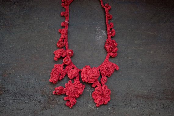Red statement necklace floral fiber jewelry OOAK por rRradionica