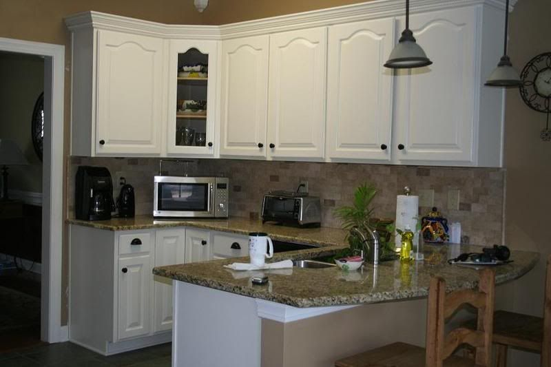Color schemes for kitchens painted cabinets off for Best white color to paint kitchen cabinets