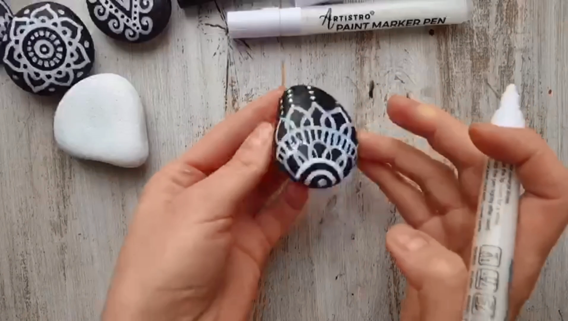 How to Decorate Black Rocks