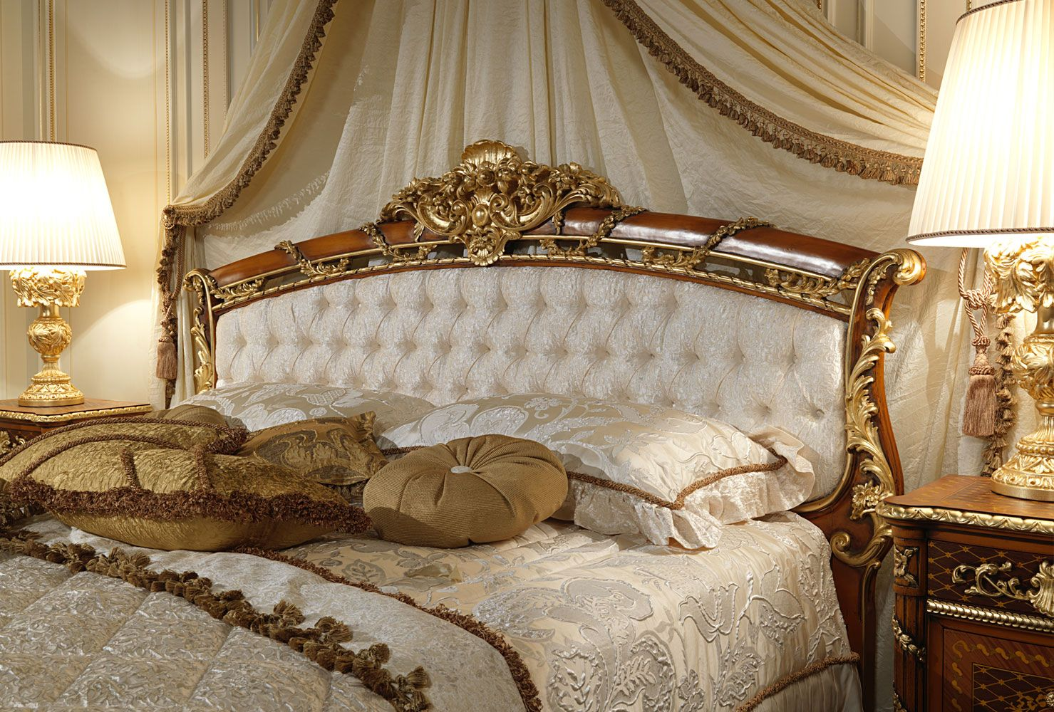 Clic Bed In Carved Walnut With Capitonné Headboard And Gold Leaf Finish Of