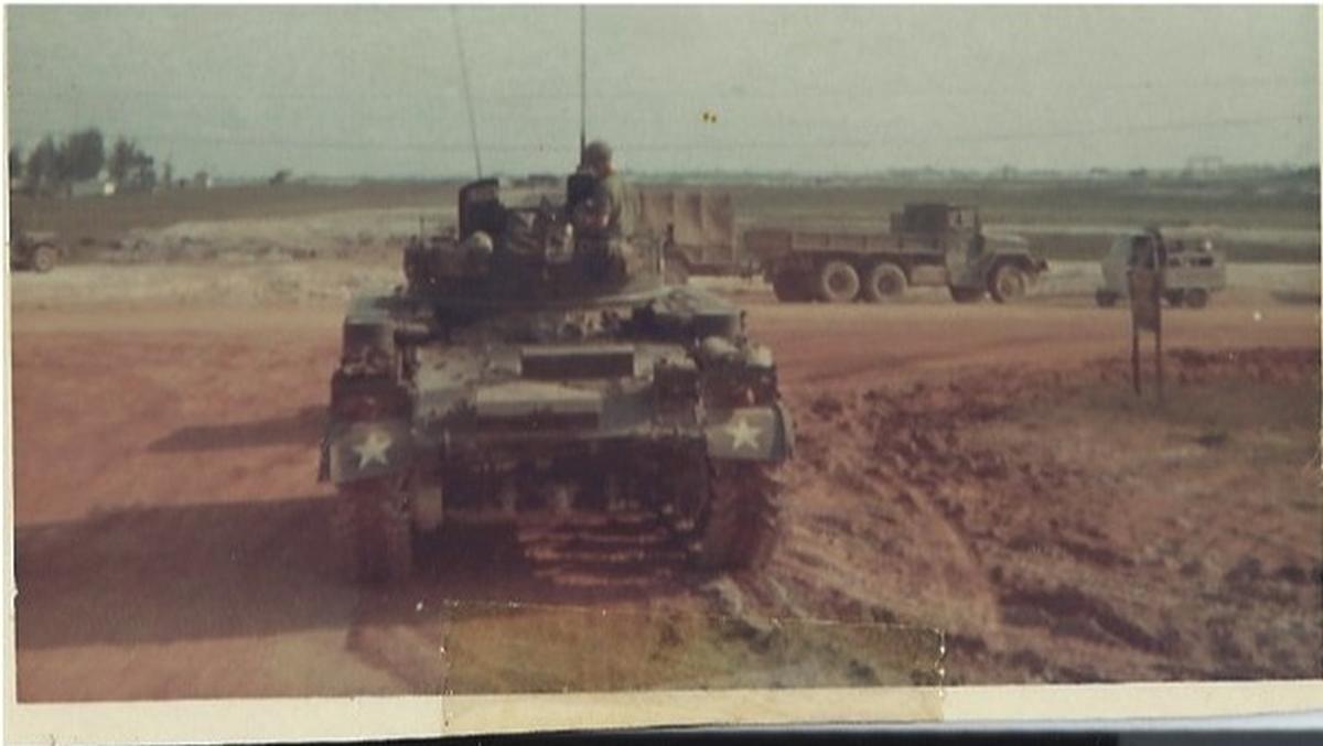 M42 duster 1967 | Army Vietnam 1ST BN ... | Vietnam protests, Vietnam war,  American soldiers