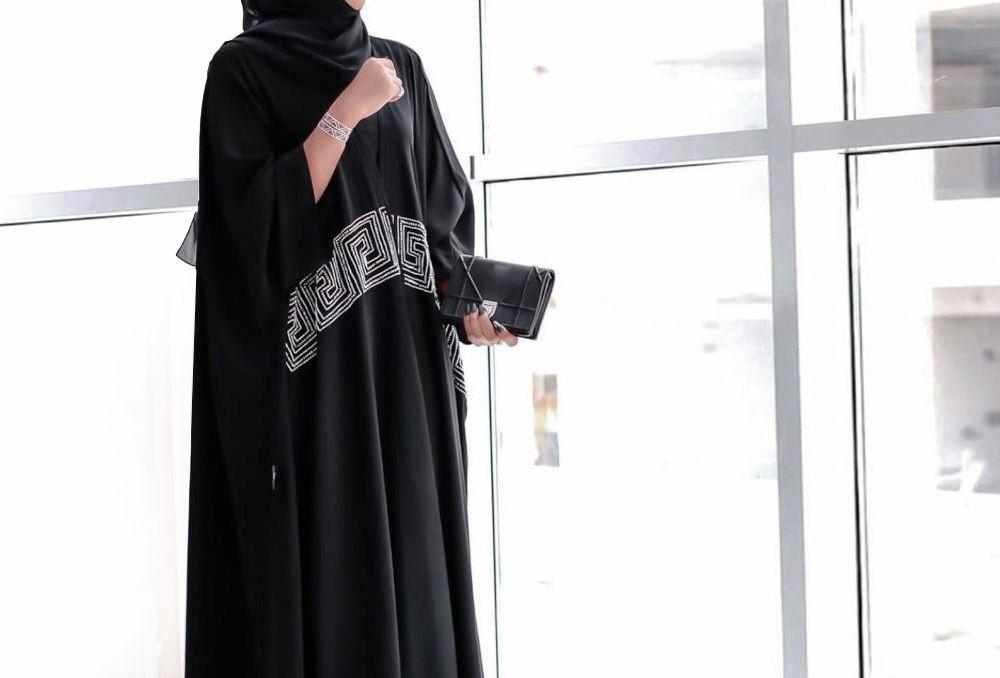 عبايات خليجية سوداء من البلوجر منى المعمرية بتوقيت بيروت اخبار لبنان و العالم