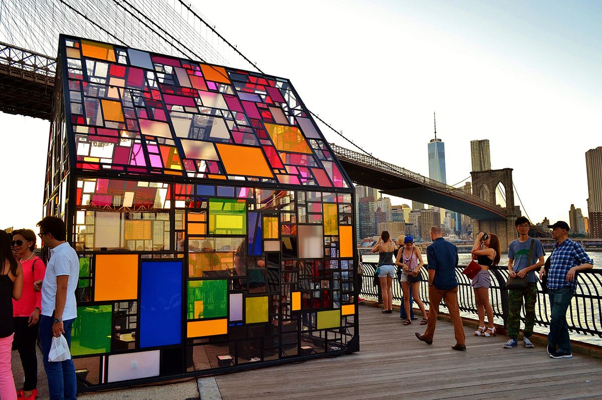 Tom Fruin\'s Stained Glass House Installed at Brooklyn Bridge Park | Arte