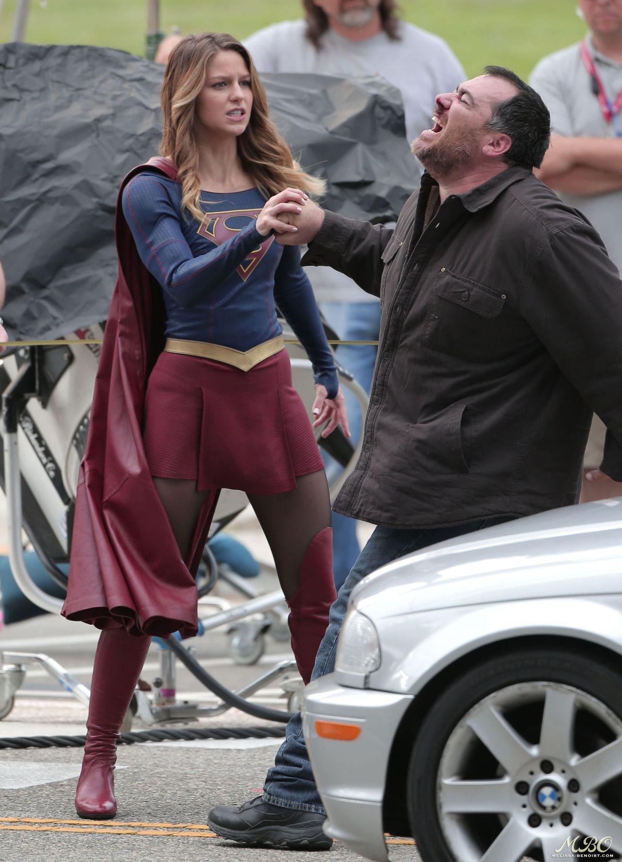 Supergirl Set Photos In Los Angeles Melissa Benoist Filmofilia Melissa Supergirl Supergirl Season Melissa Benoist