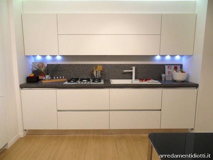 Sfera cucina moderna gola curva laccato opaco bianco parete lineare big for the kitchen nel - Cucine lineari moderne ...