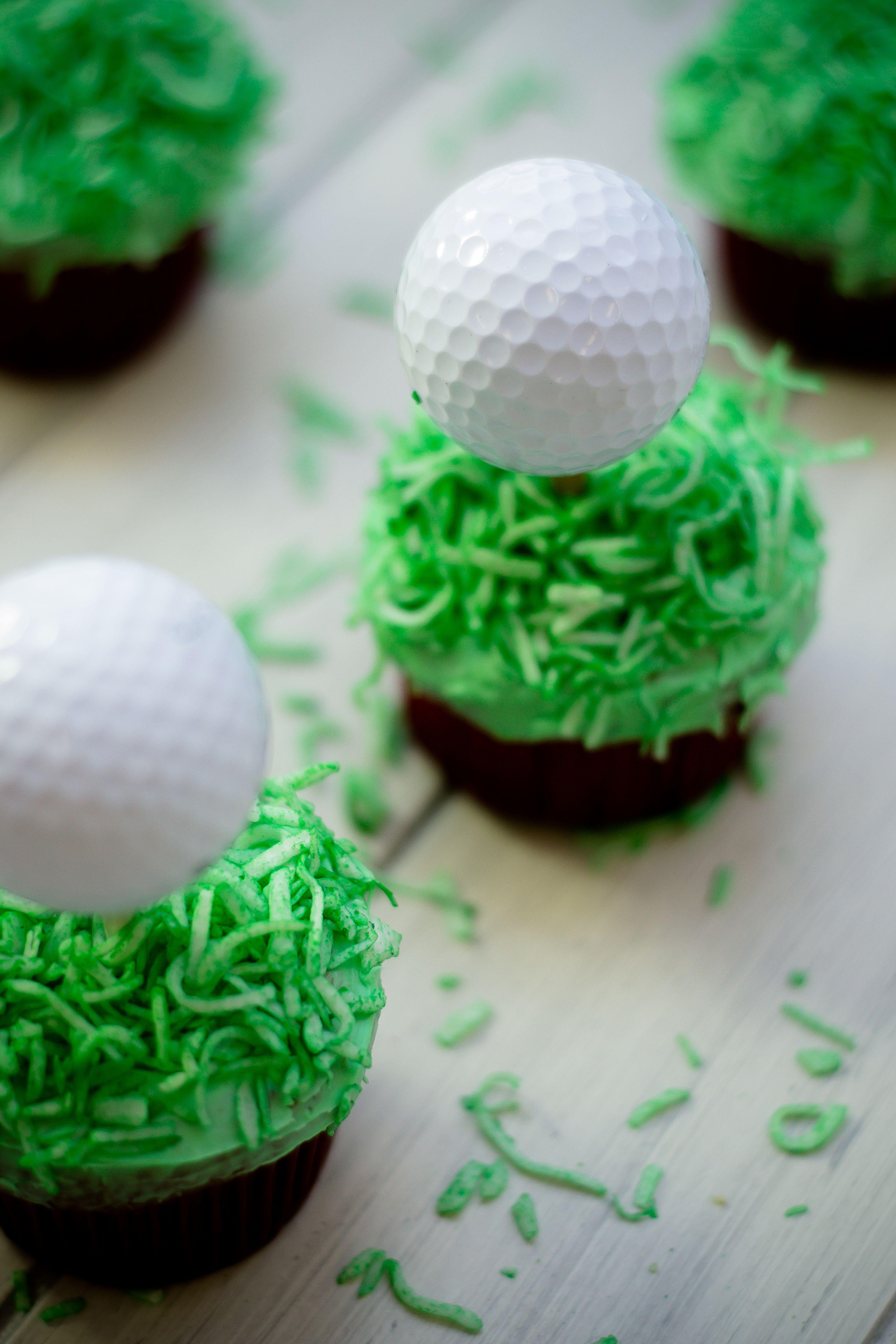 Los mejores cupcakes de vainilla en forma de golf, ideal para los papás que les encanta este deporte, prepáralos este día del padre y sorprende a papá.