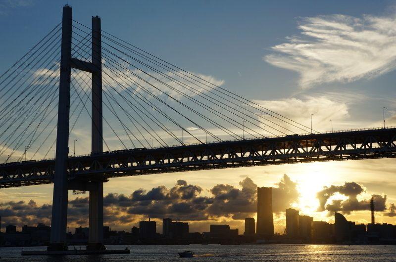 タイトル:夕日が沈む頃 @:神奈川県の横浜みなとみらい #横浜 #ベイブリッジ