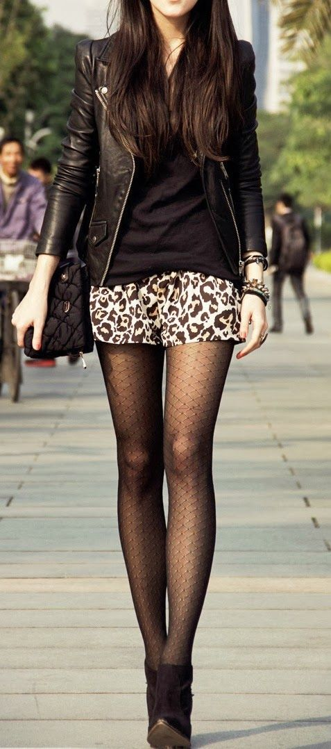 8ca3488fce2b patterned skirt with patterned tights, simple tank, and jacket Skirt  Fashion, Look Fashion
