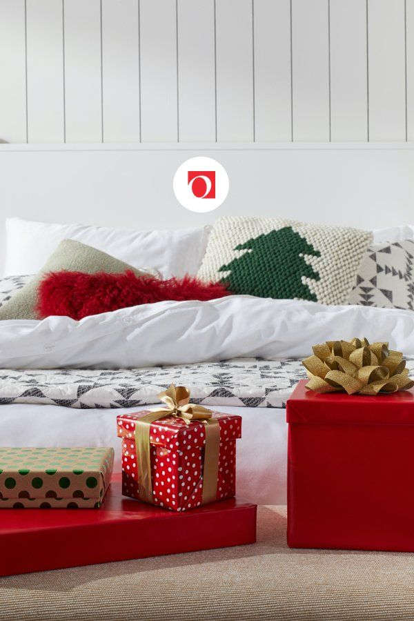 Make the season even brighter with fresh and festive holiday pillows from Overstock's holiday shop, where you'll find excellent deals on quality holiday home goods along with Free Shipping on EVERYTHING!* Don't let the merry season pass you by, get your home holiday-ready with help from Overstock's massive holiday decor collection.