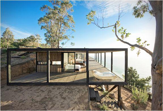 Maison en bois face à la mer Structure légère idéale sur terrain en