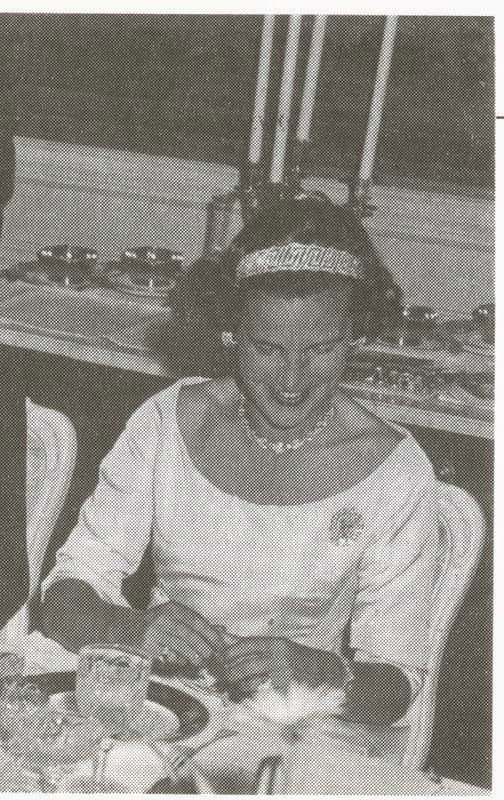 At One Point Lilian Also Had The Round Diamonds Attached To A Gold Collar Style Necklace By Van Cleef Arpels Royal Jewels Tiara Royal Tiaras
