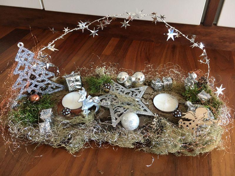 adventskranz adventsgesteck auf baumrinde in silber. Black Bedroom Furniture Sets. Home Design Ideas