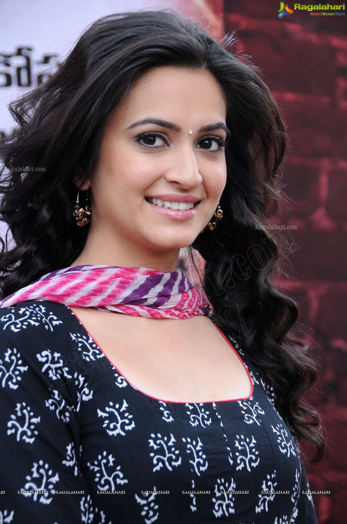 kriti kharbanda photos download