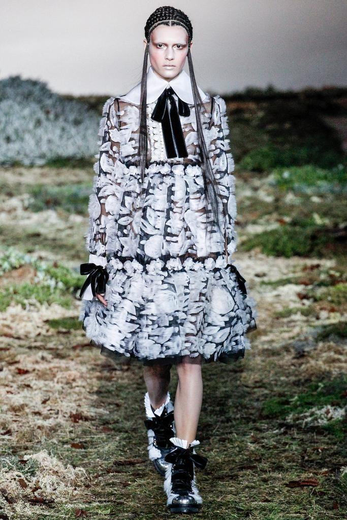 Alexander McQueen Fall 2014 Ready-to-Wear
