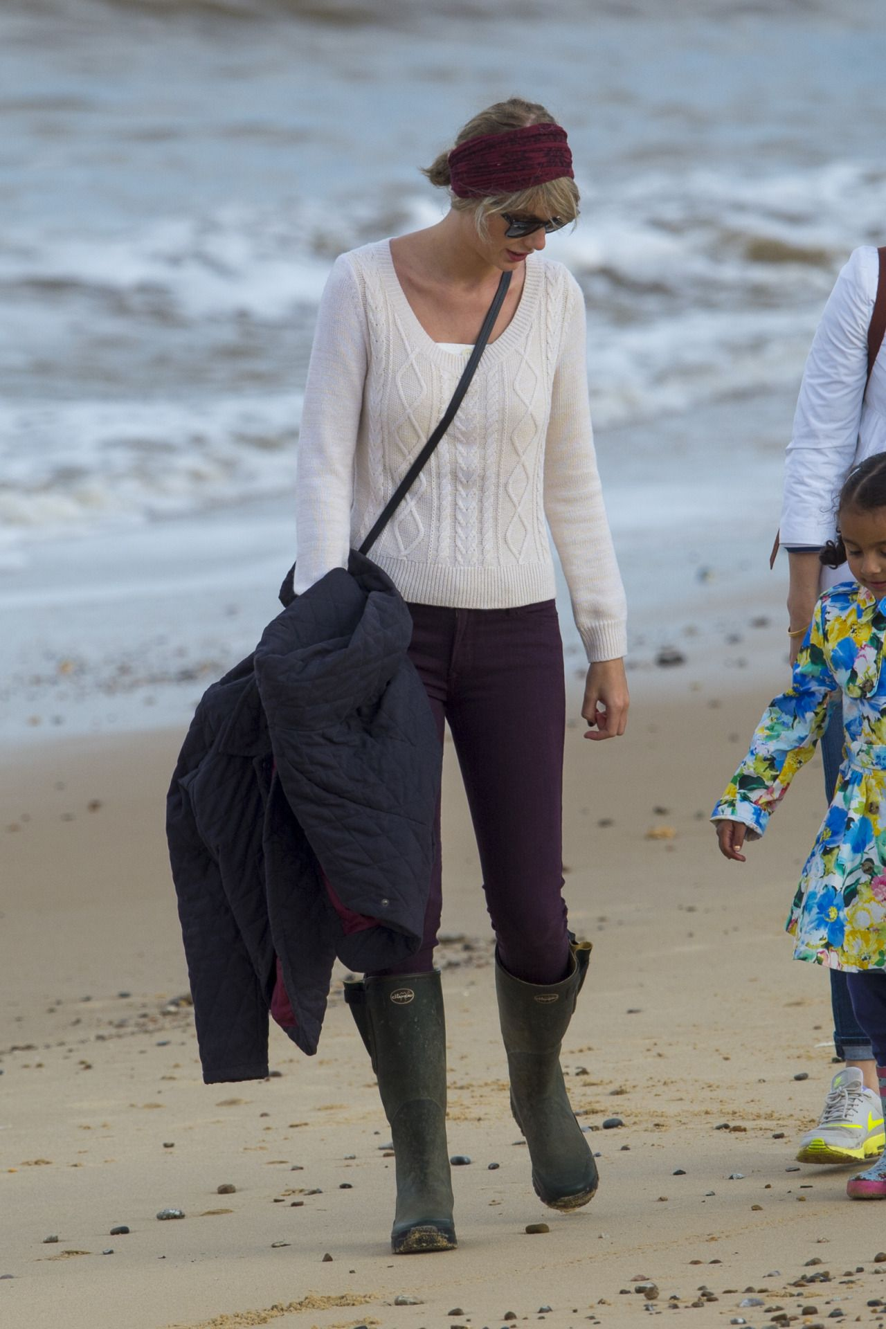Taylor with Tom's niece at the beach in Suffolk 6.26.16