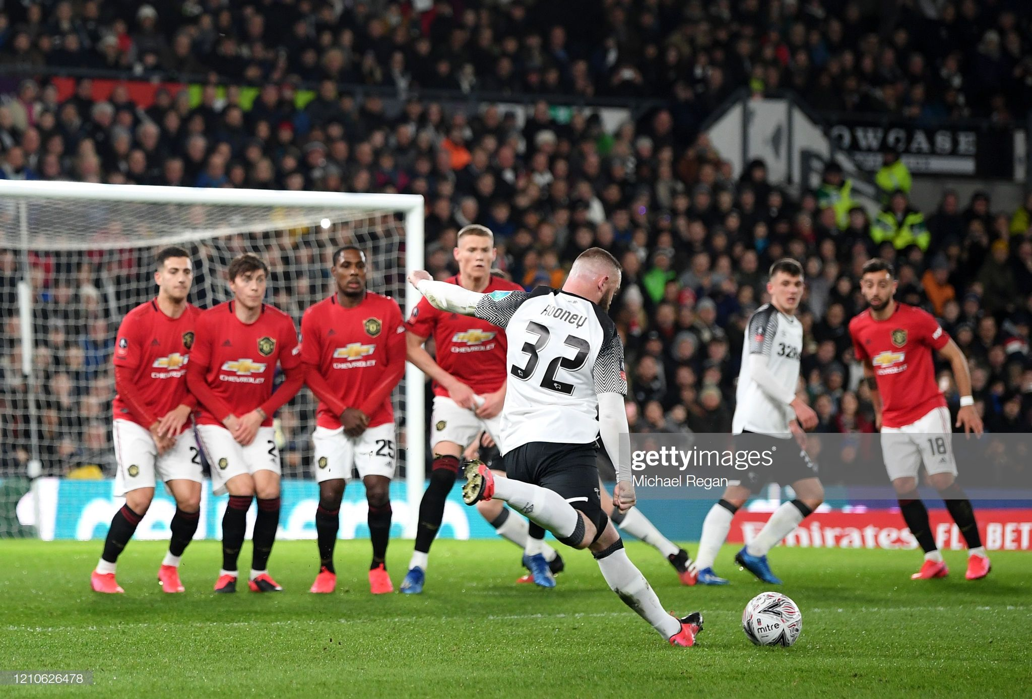 Wayne Rooney Of Derby County Takes A Free Kick During The Fa Cup In 2020 Wayne Rooney Manchester United Manchester United Legends