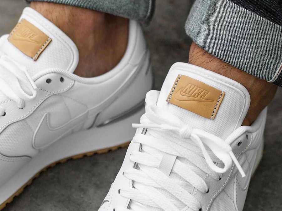 la meilleure attitude 5ce00 1b92e nike-air-vortex-cuir-blanc-gum-sole-on-feet (2) | Shoeology ...