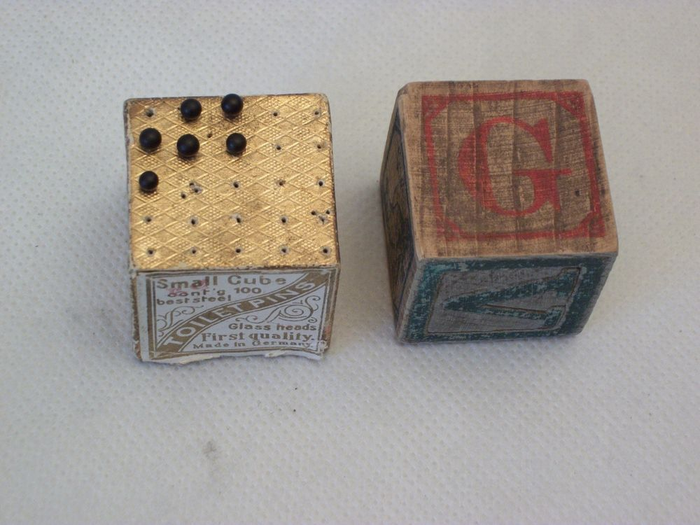 VINTAGE SMALL CUBE TOILET PINS GLASS HEADS MADE IN GERMANY + WOODEN TOY BLOCK #Unknown