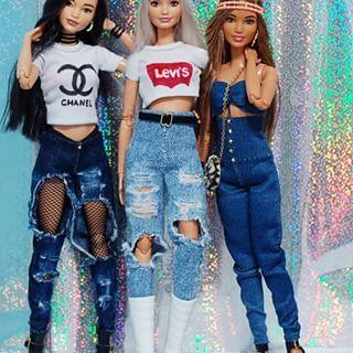 Malu, Queen e Alisha. Curtindo muito a festinha da nossa miga, parabéns miga @_luanadolls_ . . . . . #barbie #doll #barbieinstagram #instadolls #dollsgram #barbiedoll #barbies #dolls #boneca #bonecas #girls #girl #barbiegram #itgirl #style #fashionista #fashionistas #moda #fashion #look #lookdoll #levis #chanel #jeans #destroyedjeans #destroyed #barbiefurniture