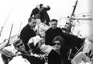 "The elegance of taste: From the ""glass house"" withdrawal of Ravello: Jackie Kennedy and Gianni Agnelli"
