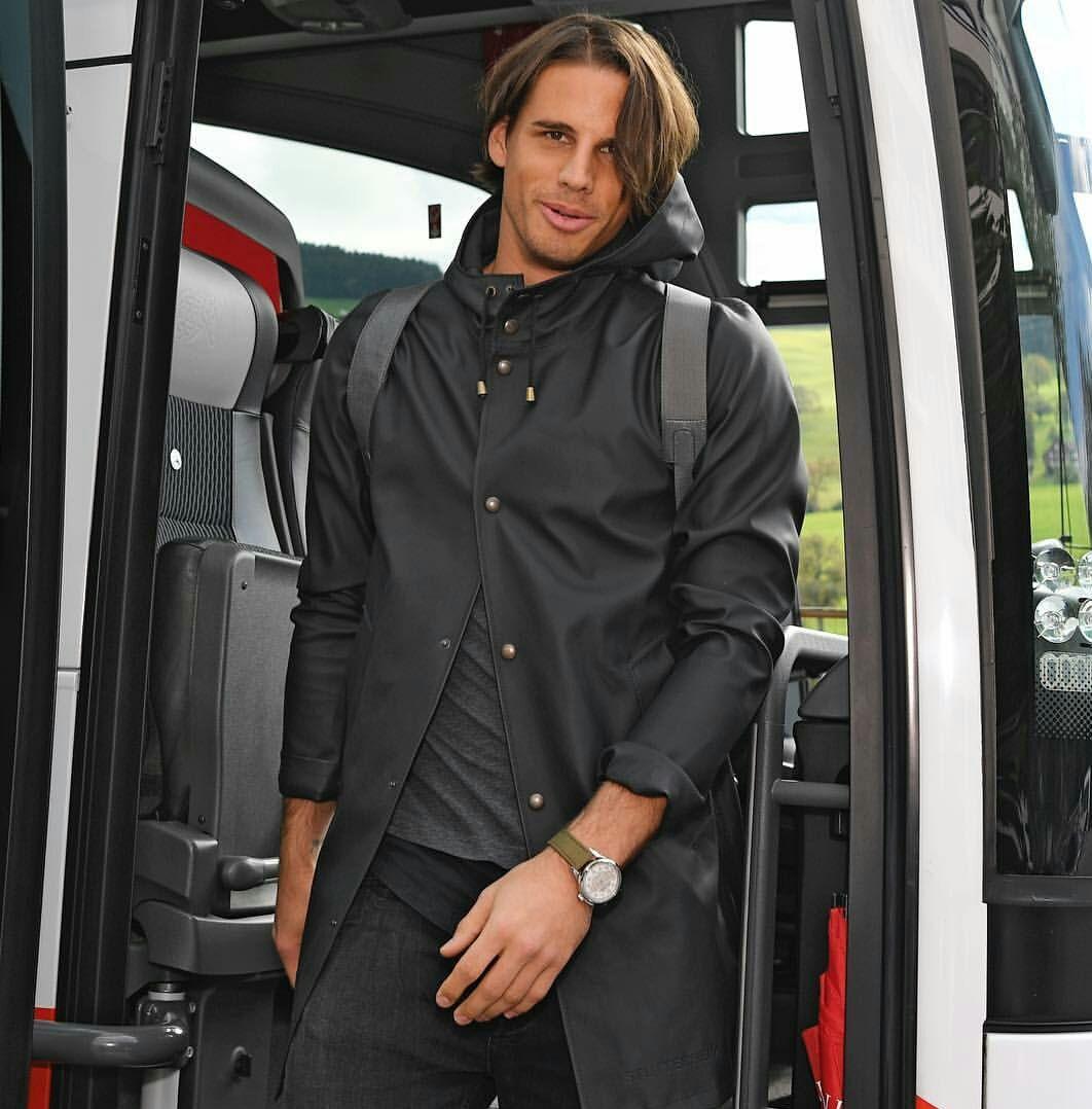 Yann Sommer | Goalkeeper, Soccer players, Rain jacket