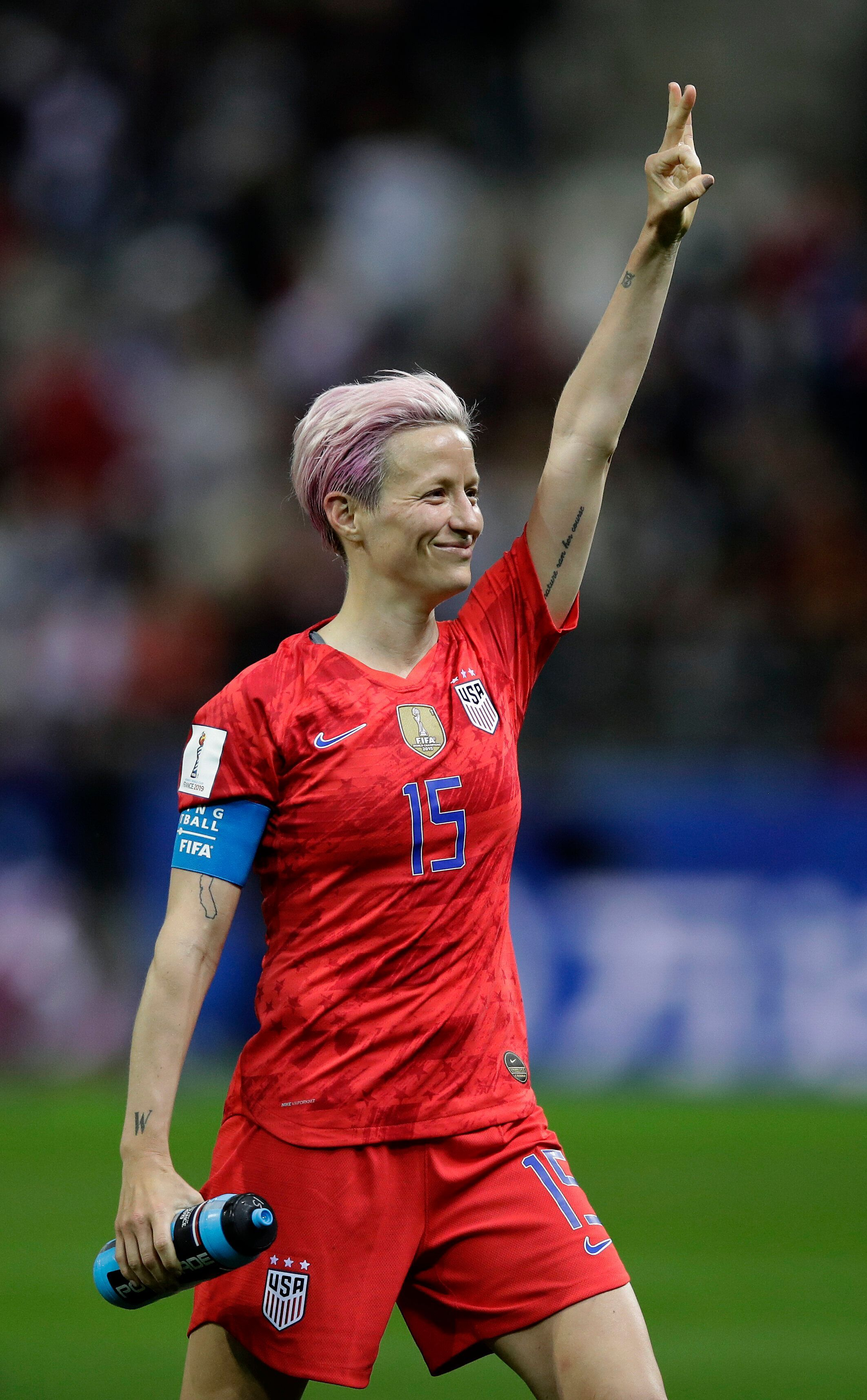 U S Soccer Star Megan Rapinoe I M Not Going To The F King White House Huffpost Girl Playing Soccer Megan Rapinoe Usa Soccer Women