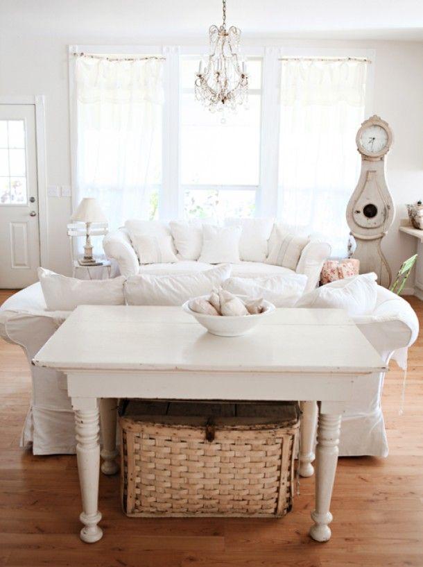 White Living Room ... So clean looking. FROM: http://cdn4.welke.nl/photo/scale-610xauto-wit/Een-wit-interieur-maakt-het-fris-ontspannen-en-veilig.1343329754-van-Joy.jpeg