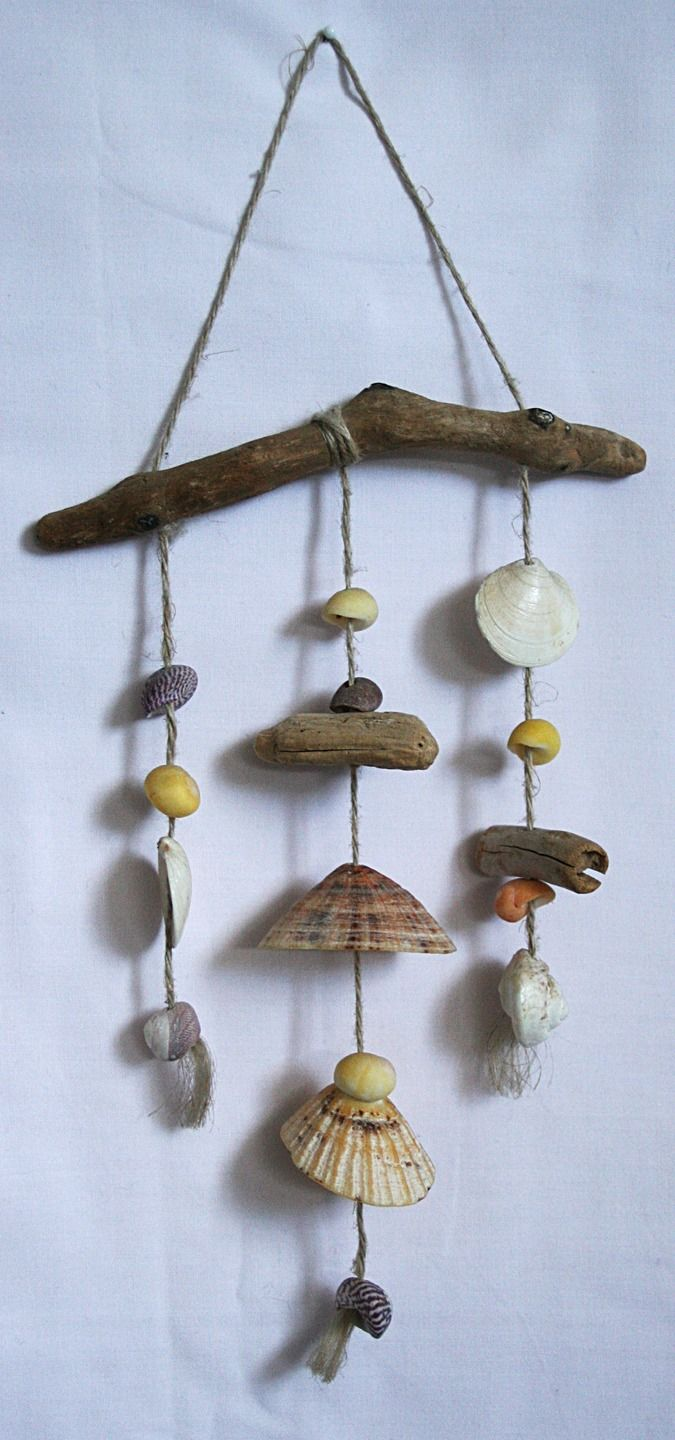 Mobile en bois flott s et coquillages et ficelle naturelle for Decoration bois flotte
