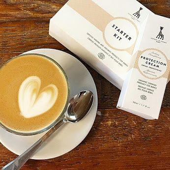 Empieza la mañana con un buen café y la cosmética de Sophie la girafe baby para estar radiantes todo el día  ¿Sabías que la puede usar toda la familia?   #sophielagirafe #ecocert #sophielagirafebaby #sophielagirafecosmetics #cosmeticanatural #cafe
