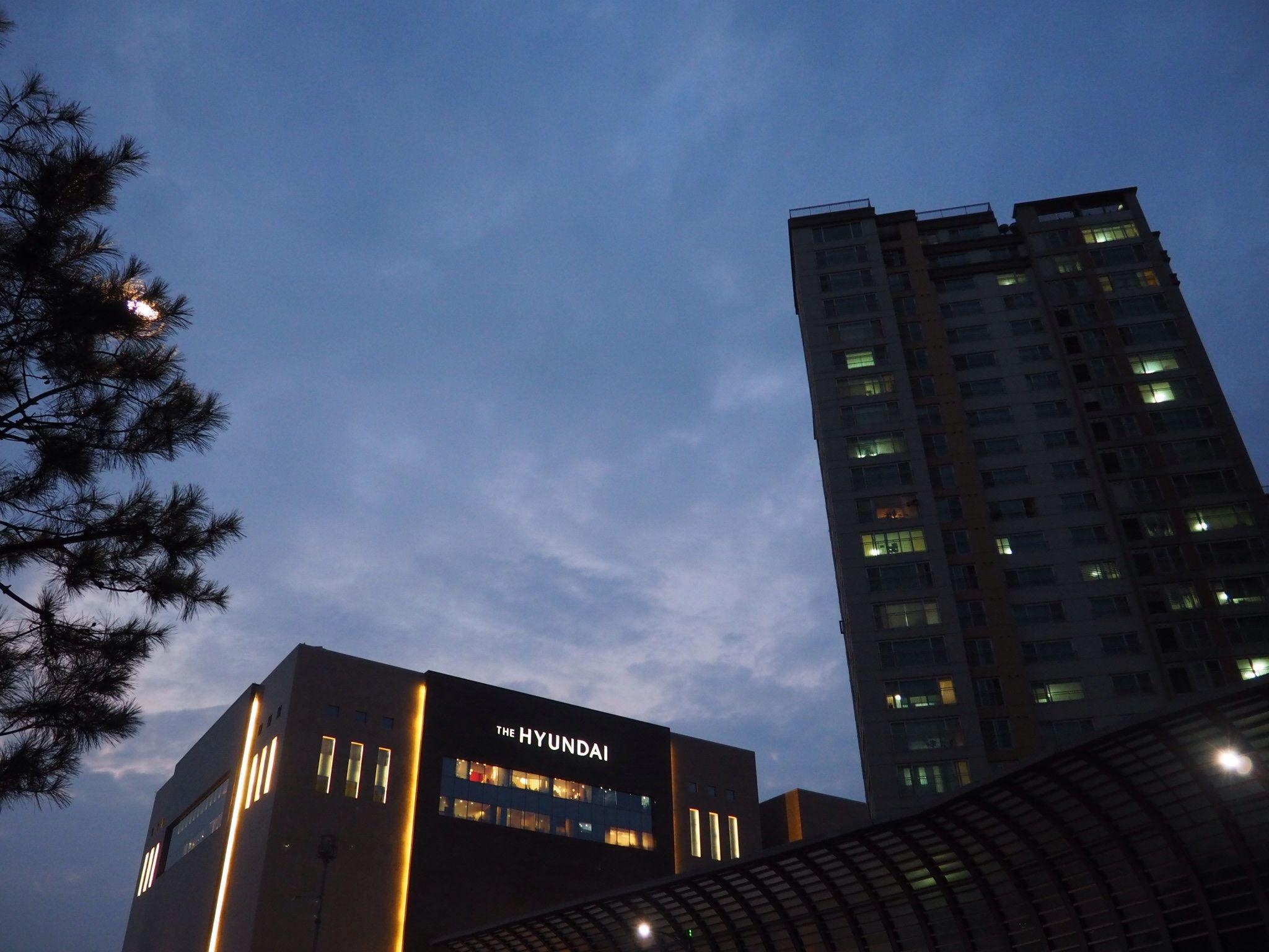 New Hyundai Department store in Bundang, Seoul, South Korea.   http://esperetravels.com
