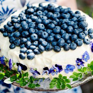 Mustikka-valkosuklaakakku - Blueberry and white chocolate cake