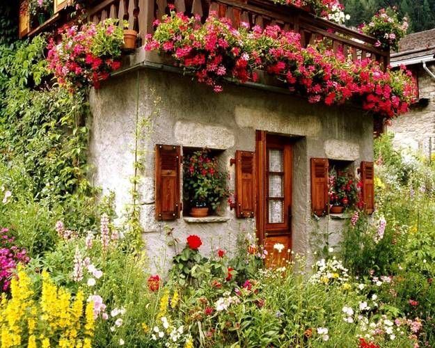20 Inspiring House Exteriors And Ideas For Summer Decorating With Flowers Cottage Garden English Cottage Garden Beautiful Gardens