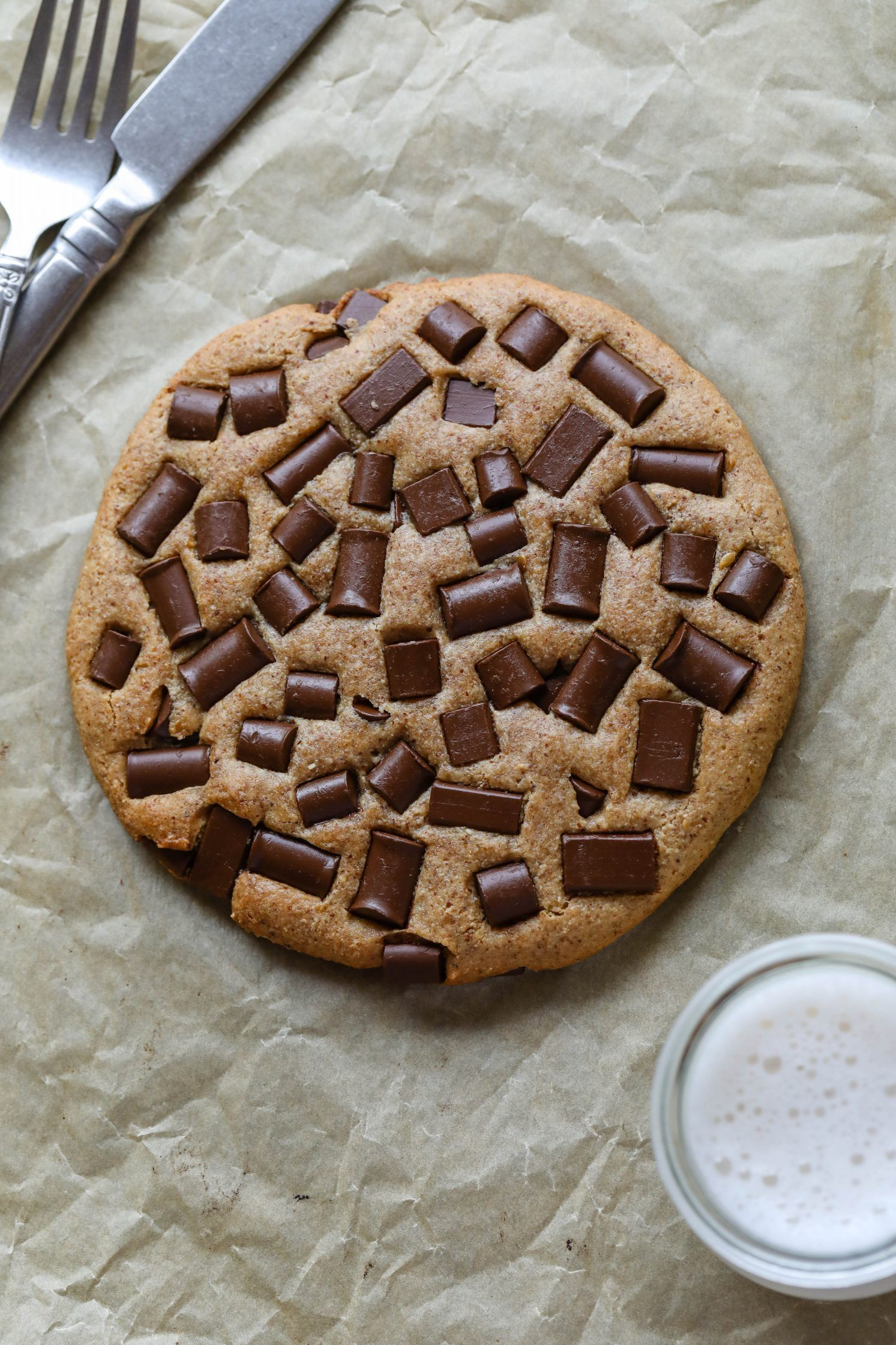 Giant Almond Flour Chocolate Chip Cookie Flora Vino Recipe In 2020 Almond Flour Chocolate Chip Cookies Chocolate Chip Cookies Healthy Cookie Recipes