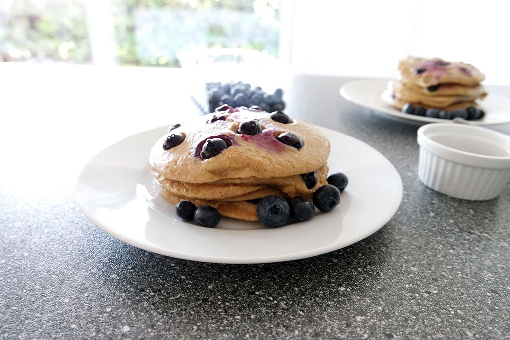 So lange musstet ihr jetzt auf dieses tolle Rezept warten, nun ist es aber hier auf dem Blog und ihr könnt noch rechtzeitig alles für das Wochenende und eure Pancakes besorgen. Wir machen Pancakes …