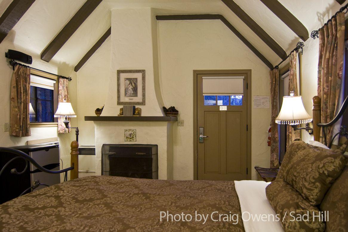 Pierpont Inn. Ventura. Interior of the small Rose Garden Cottage ...