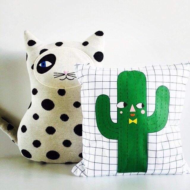 s a m e  e y e s  #oyoymini #juliastaite #cactuscushion #pillow #kussen #cat #zorro #knuffels #cushions  #kidsroomdeco #babygift #nursery #green #blackandwhite #monochrome #babykamerdeco