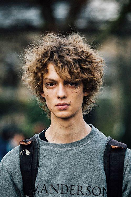 Les cheveux mi-longs, la tendance qui fait le buzz à la Fashion Week homme | Fashion week hommes ...