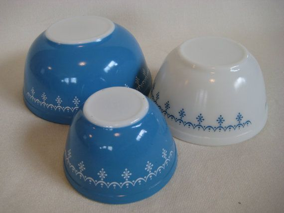 Pyrex Snowflake Nesting Bowls by TheEverlastingGarden on Etsy
