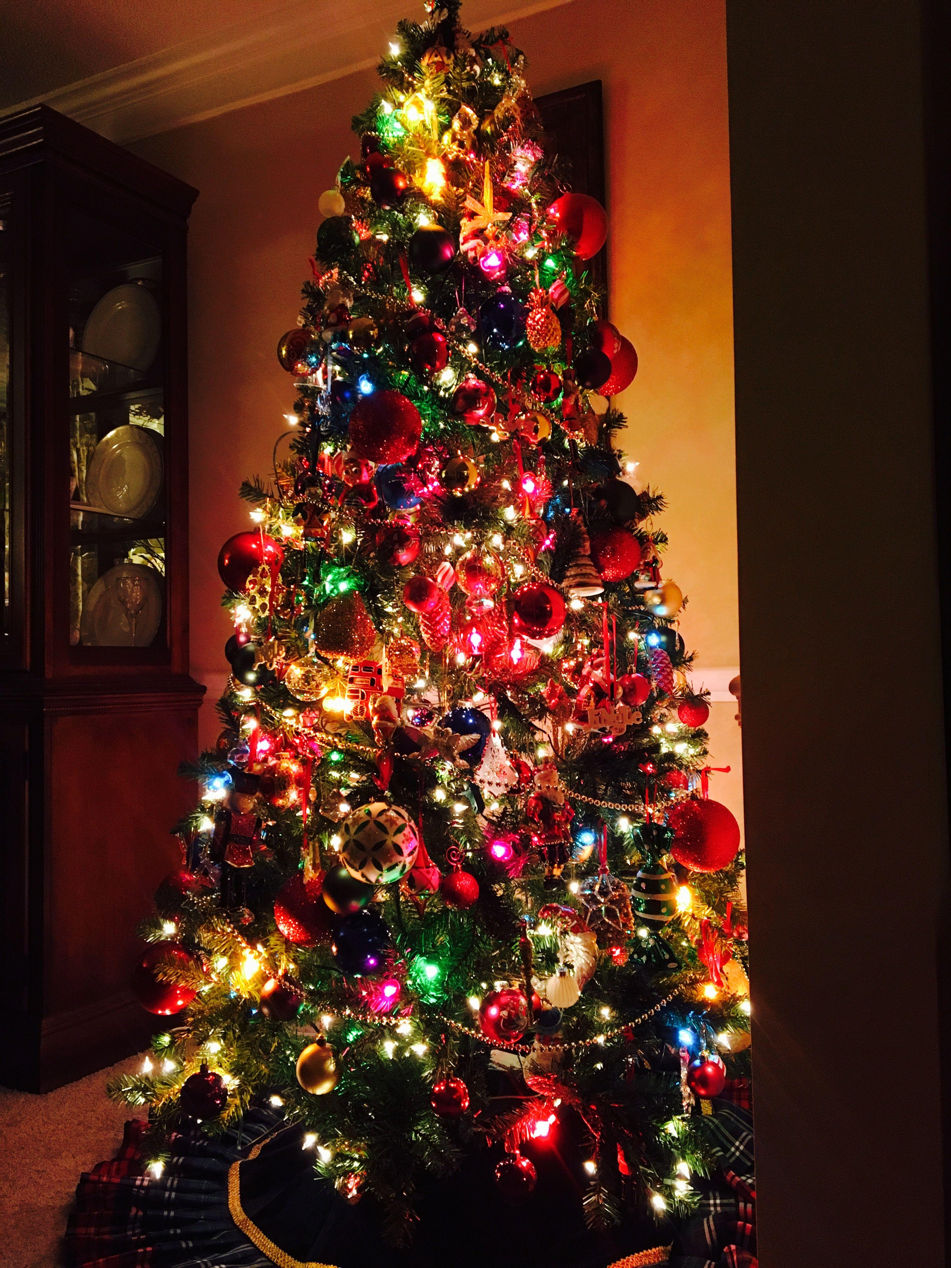 Christmas Tree With Multi Color Lights Christmas Tree With Coloured Lights Multi Colored Christmas Lights Decorating With Christmas Lights