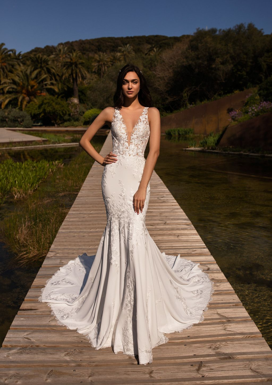 Pronovias reinterpreta sus vestidos de novia más icónicos con esta espectacular colección 2020